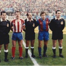 Collectionnisme sportif: BARÇA: FOTO DE LOS CAPITANES DE BARÇA ( VÍCTOR ) Y SPORTING ( CUNDI ) EN EL MOLINÓN. Lote 113345159