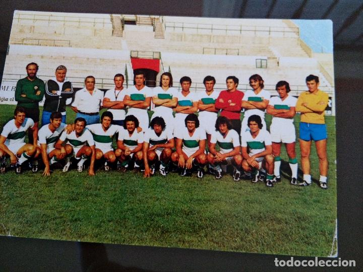 ANTIGUA FOTOGRAFIA PLANTILLA ELCHE CLUB FUTBOL 1975 MEDIDAS 15 X 10 CENTIMETROS (Coleccionismo Deportivo - Documentos - Fotografías de Deportes)