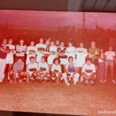 Coleccionismo deportivo: ANTIGUA FOTOGRAFIA ELCHE CLUB FUTBOL JUVENIL - 20 - 8 - 1981 MEDIDAS 13 X 9 CENTIMETROS -LEER. Lote 113608211