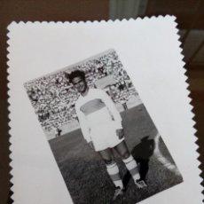 Coleccionismo deportivo: ANTIGUA FOTOGRAFIA FUTBOLISTA ELCHE CLUB FUTBOL AÑOS 60 - 14 X 9 CENTIMETROS -LEER. Lote 113608543