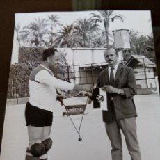 Coleccionismo deportivo: ELCHE 1970 - ANTIGUO EQUIPO UNIROYAL HOCKEY PATINES -INTERCAMBIO BANDERINES - 15X 10 CM. Lote 113917707