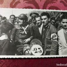 Coleccionismo deportivo: ANTIGUA FOTOGRAFÍA.CARRERA MOTOS.PILOTO.PASEO DE LA ALAMEDA.VALENCIA.FOTO AÑOS 40/50.MOTOCICLISMO.. Lote 114491895