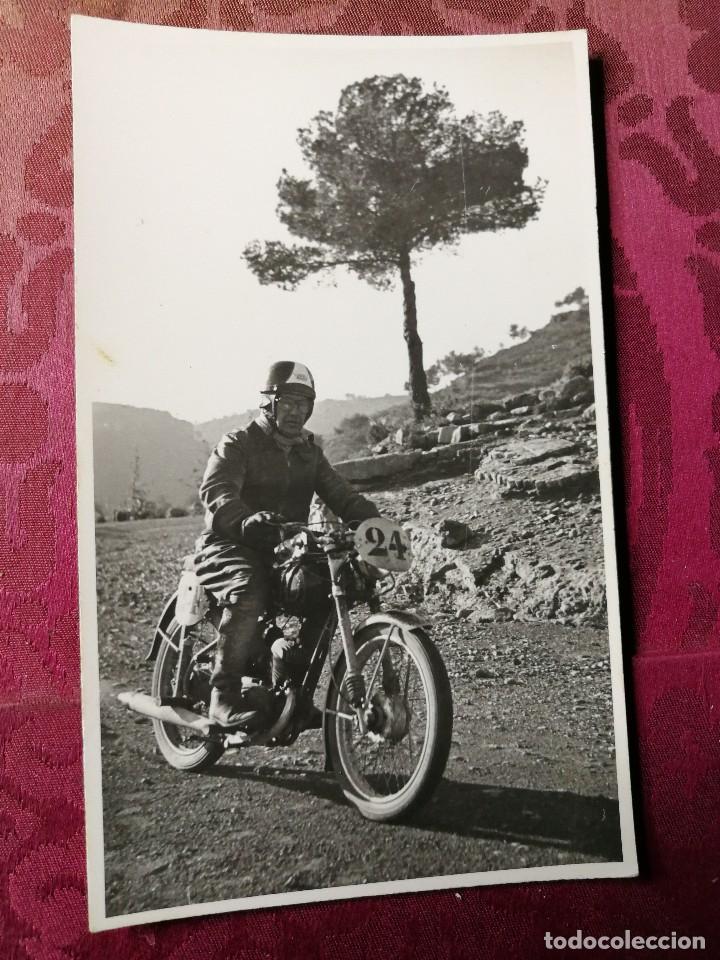 ANTIGUA FOTOGRAFÍA.CARRERA MOTOS.PILOTO.FOTOGRAFO FINEZAS.VALENCIA.FOTO AÑOS 40/50.MOTOCICLISMO (Coleccionismo Deportivo - Documentos - Fotografías de Deportes)