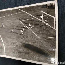 Coleccionismo deportivo: FOTOGRAFIA ORIGINAL - JUGADA PARTIDO DE FUTBOL - FOTOGRAFIA FARRAN - . Lote 114514723