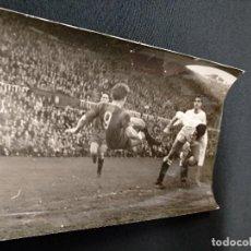 Coleccionismo deportivo: FOTOGRAFIA ORIGINAL - PARTIDO C.F. BARCELONA - REAL MADRID - . Lote 114516043