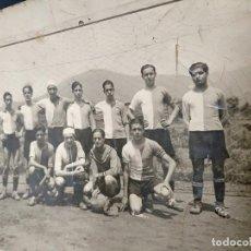Coleccionismo deportivo: FOTOGRAFIA ORIGINAL - PLANTILLA EQUIPO DE FUTBOL ¿AÑOS 30? - DESCONOZCO EQUIPO. Lote 114517075