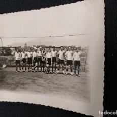 Coleccionismo deportivo: FOTOGRAFIA ORIGINAL - PLANTILLA EQUIPO DE FUTBOL ¿AÑOS 30? - DESCONOZCO EQUIPO. Lote 114517571