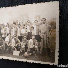 Coleccionismo deportivo: FOTOGRAFIA ORIGINAL - PLANTILLA EQUIPO DE FUTBOL - AÑO 1935 - DESCONOZCO EQUIPO. Lote 114517831