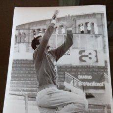 Coleccionismo deportivo - real murcia - entrenamiento portero- años 90 - medidas 24x18 - 114601991