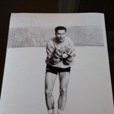 Coleccionismo deportivo - real murcia - entrenamiento portero 2- años 90 - medidas 24x18 - 114602019