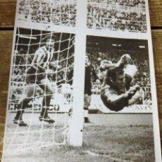 Coleccionismo deportivo: ESPECTACULAR FOTOGRAFIA DE MIGUEL REINA, PORTERO DEL ATLETICO DE MADRID, 128X178MM. Lote 114617147