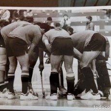 Coleccionismo deportivo: MURCIA - EQUIPO HOCKEY PATINES MURCIA- ESCENA PARTIDO 2 -AÑOS 90 - MEDIDAS 24X18. Lote 114690063