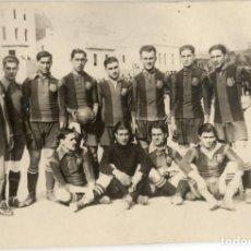 Coleccionismo deportivo: FOTOGRAFÍA DEL EQUIPO FÚTBOL CLUB BARCELONA - HACIA 1920 - FOTÓGRAFO TORRES - MADRID. Lote 115410811