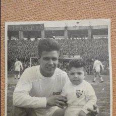 Coleccionismo deportivo: ANTIGUA FOTOGRAFIA FIRMADA.IGNACIO ACHUCARRO AYALA.SEVILLA FUTBOL CLUB.1960?. Lote 115523767