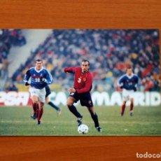 Coleccionismo deportivo: SELECCIÓN ESPAÑOLA - ESPAÑA - FOTO Nº 34, ABELARDO - COLECCIÓN OFICIAL DE FOTOGRAFÍAS - FRANCIA 98. Lote 117709091