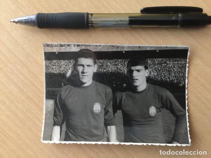 FOTO PAQUITO Y GLARIA.SELECCION ESPAÑOLA. EUROCOPA 64 (Coleccionismo Deportivo - Documentos - Fotografías de Deportes)