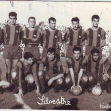 Coleccionismo deportivo: FOTOGRAFÍA DEL F.C. BARCELONA EN 1961 CAMPO DE FUTBOL DEL CÁDIZ. Lote 118727635