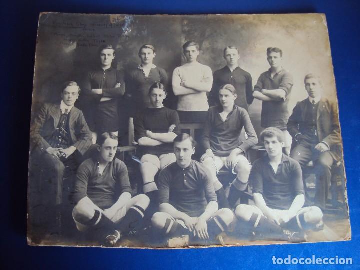 (F-180510)FOTOGRAFIA GRAN TAMAÑO EQUIPO FOOT-BALL ARMSTRONG COLLEGE UNIVERSITY OF DURHAM(INGLATERRA) (Coleccionismo Deportivo - Documentos - Fotografías de Deportes)