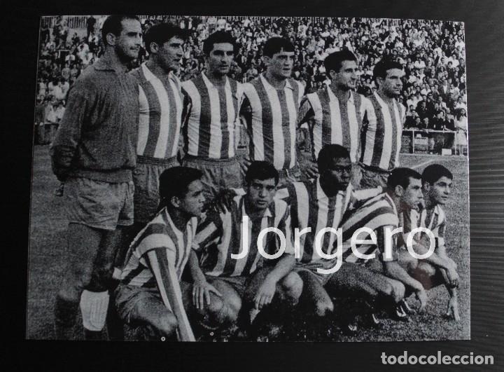 AT. MADRID. ALINEACIÓN FINALISTA COPA GENERALÍSIMO 1963-1964 EN EL BERNABÉU CONTRA EL ZARAGOZA. FOTO (Coleccionismo Deportivo - Documentos - Fotografías de Deportes)