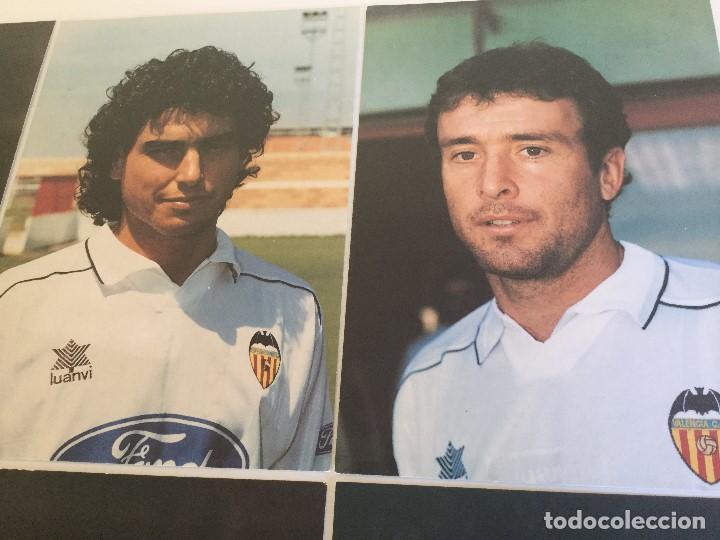 Coleccionismo deportivo: Lote 13 fotografías fútbol jugadores del Valencia CF - Foto 4 - 124921627