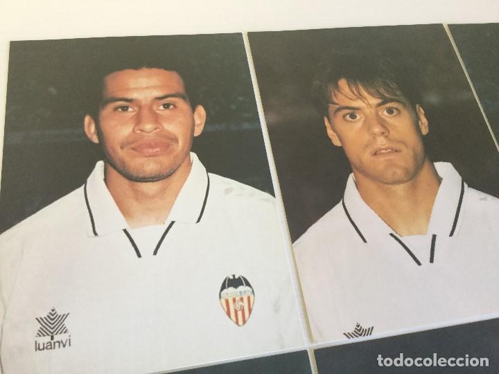 Coleccionismo deportivo: Lote 13 fotografías fútbol jugadores del Valencia CF - Foto 7 - 124921627