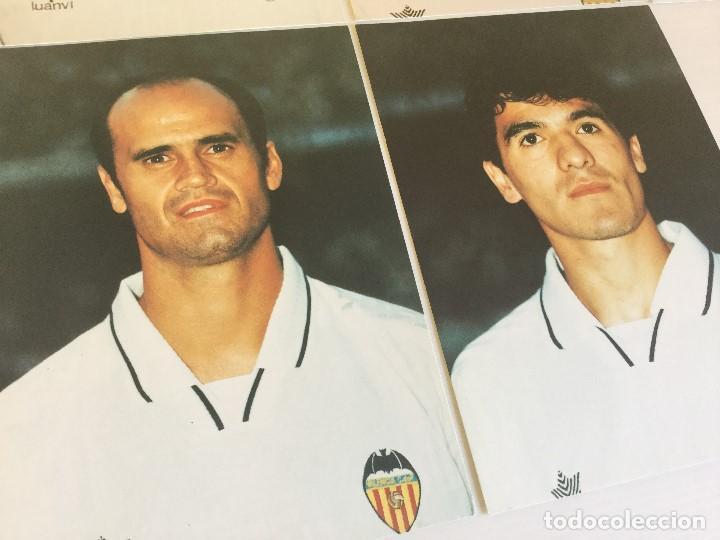 Coleccionismo deportivo: Lote 13 fotografías fútbol jugadores del Valencia CF - Foto 9 - 124921627