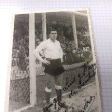 Coleccionismo deportivo: FOTOGRAFIA JUGADOR FUTBOL ''SANDRO'' AÑOS 40 DEDICADA Y FIRMADA. Lote 128647519