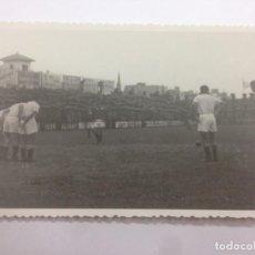 Coleccionismo deportivo: FOTOGRAFIA ORIGINAL LIGA 1947-1948 PARTIDO FUTBOL ENTRE GIMNASTIC TARRAGONA - VALENCIA C.F. Lote 132012486