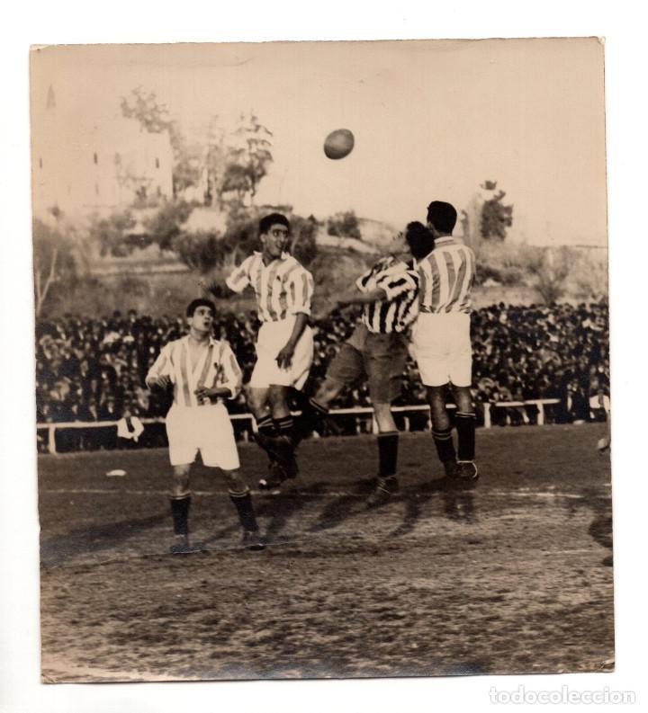 AMADEO Y CHOLÍN DE LA REAL SOCIEDAD JUNTO A MORIONES DEL ATLÉTICO DE MADRID. METROPOLITANO C.1925 (Coleccionismo Deportivo - Documentos - Fotografías de Deportes)