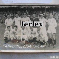 Coleccionismo deportivo: FOTOGRAFÍA DEL SEVILLA C.F. CAMPEÓN DE LIGA 1945-46.FOTO. JESÚS PINTO.SEVILLA.TAMAÑO: 18 X 13 CTMS.. Lote 132896294