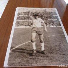 Coleccionismo deportivo: FOTO(20 X 15)BUSTILLO TEMP.67-68 ÚLTIMO PARTIDO CON R.ZARAGOZA ESTANDO YA FICHADO F.C.BARCELONA. Lote 133534442