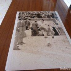 Coleccionismo deportivo: FOTO(20 X 15)BUSTILLO TEMP.67-68 ÚLTIMO PARTIDO CON R.ZARAGOZA ESTANDO YA FICHADO F.C.BARCELONA. Lote 133534534