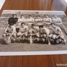 Coleccionismo deportivo: FOTO(20 X 15)BUSTILLO TEMP.67-68 ÚLTIMO PARTIDO CON R.ZARAGOZA ESTANDO YA FICHADO F.C.BARCELONA. Lote 133534618