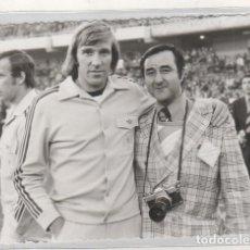 Coleccionismo deportivo: FOTOGRAFÍA DE UN FUTBOLISTA DEL REAL MADRID ?? 10,50 X 15,50 CM. Lote 133572190
