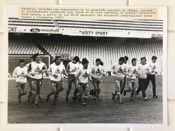 27 FOTOGRAFIAS FUTBOL SELECCION ESPAÑOLA - AÑOS 1980 - ARCONADA, MICHEL, SATRUSTEGUI, SANTILLANA,... (Coleccionismo Deportivo - Documentos - Fotografías de Deportes)