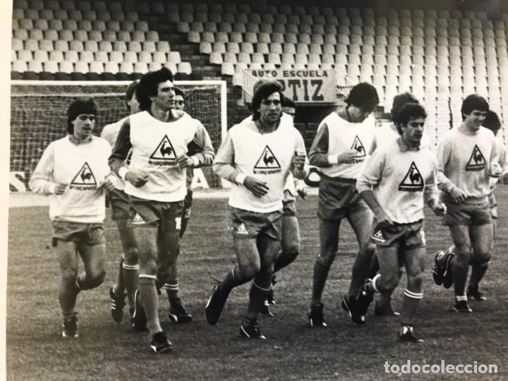 Coleccionismo deportivo: 27 FOTOGRAFIAS FUTBOL SELECCION ESPAÑOLA - AÑOS 1980 - ARCONADA, MICHEL, SATRUSTEGUI, SANTILLANA,... - Foto 2 - 133902658