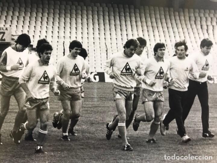 Coleccionismo deportivo: 27 FOTOGRAFIAS FUTBOL SELECCION ESPAÑOLA - AÑOS 1980 - ARCONADA, MICHEL, SATRUSTEGUI, SANTILLANA,... - Foto 3 - 133902658