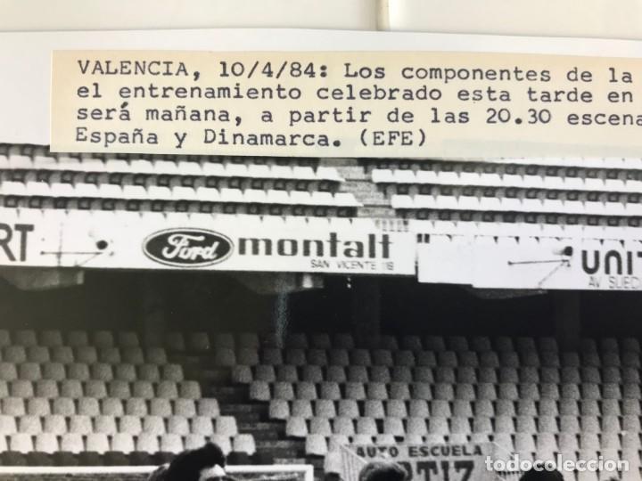 Coleccionismo deportivo: 27 FOTOGRAFIAS FUTBOL SELECCION ESPAÑOLA - AÑOS 1980 - ARCONADA, MICHEL, SATRUSTEGUI, SANTILLANA,... - Foto 4 - 133902658