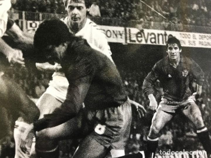 Coleccionismo deportivo: 27 FOTOGRAFIAS FUTBOL SELECCION ESPAÑOLA - AÑOS 1980 - ARCONADA, MICHEL, SATRUSTEGUI, SANTILLANA,... - Foto 7 - 133902658