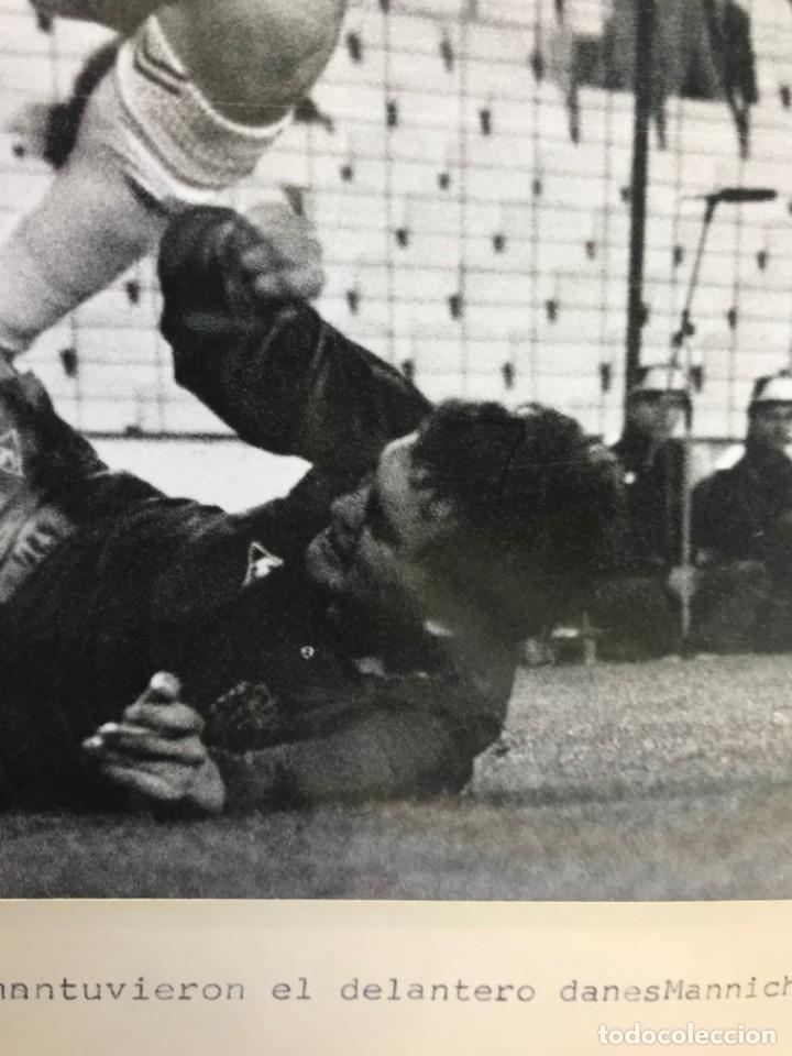 Coleccionismo deportivo: 27 FOTOGRAFIAS FUTBOL SELECCION ESPAÑOLA - AÑOS 1980 - ARCONADA, MICHEL, SATRUSTEGUI, SANTILLANA,... - Foto 10 - 133902658