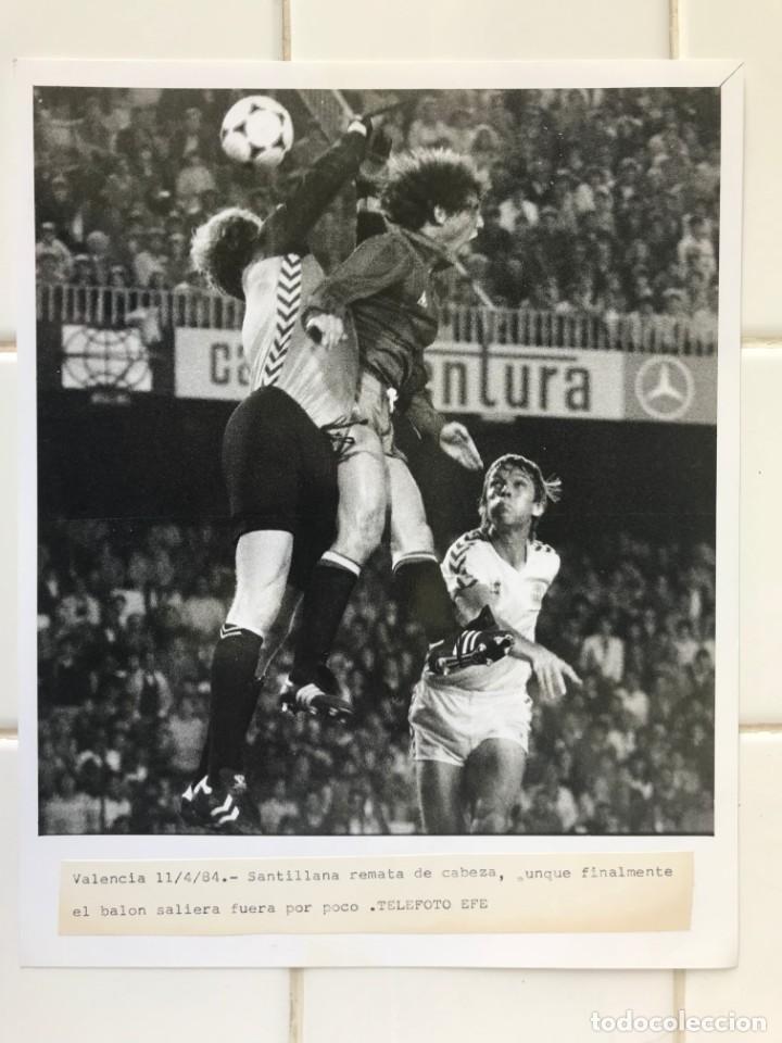 Coleccionismo deportivo: 27 FOTOGRAFIAS FUTBOL SELECCION ESPAÑOLA - AÑOS 1980 - ARCONADA, MICHEL, SATRUSTEGUI, SANTILLANA,... - Foto 11 - 133902658