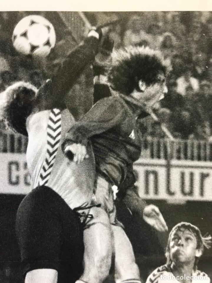 Coleccionismo deportivo: 27 FOTOGRAFIAS FUTBOL SELECCION ESPAÑOLA - AÑOS 1980 - ARCONADA, MICHEL, SATRUSTEGUI, SANTILLANA,... - Foto 13 - 133902658
