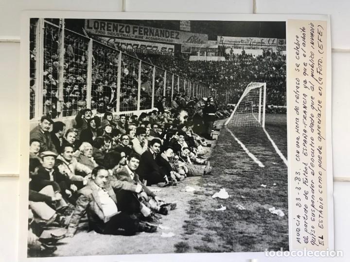 Coleccionismo deportivo: 27 FOTOGRAFIAS FUTBOL SELECCION ESPAÑOLA - AÑOS 1980 - ARCONADA, MICHEL, SATRUSTEGUI, SANTILLANA,... - Foto 14 - 133902658