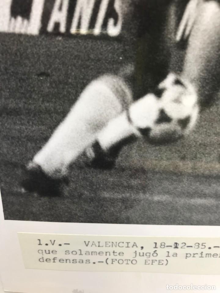 Coleccionismo deportivo: 27 FOTOGRAFIAS FUTBOL SELECCION ESPAÑOLA - AÑOS 1980 - ARCONADA, MICHEL, SATRUSTEGUI, SANTILLANA,... - Foto 21 - 133902658