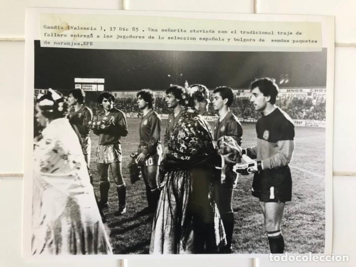 Coleccionismo deportivo: 27 FOTOGRAFIAS FUTBOL SELECCION ESPAÑOLA - AÑOS 1980 - ARCONADA, MICHEL, SATRUSTEGUI, SANTILLANA,... - Foto 23 - 133902658