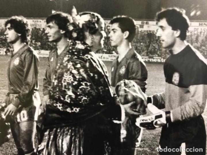 Coleccionismo deportivo: 27 FOTOGRAFIAS FUTBOL SELECCION ESPAÑOLA - AÑOS 1980 - ARCONADA, MICHEL, SATRUSTEGUI, SANTILLANA,... - Foto 25 - 133902658