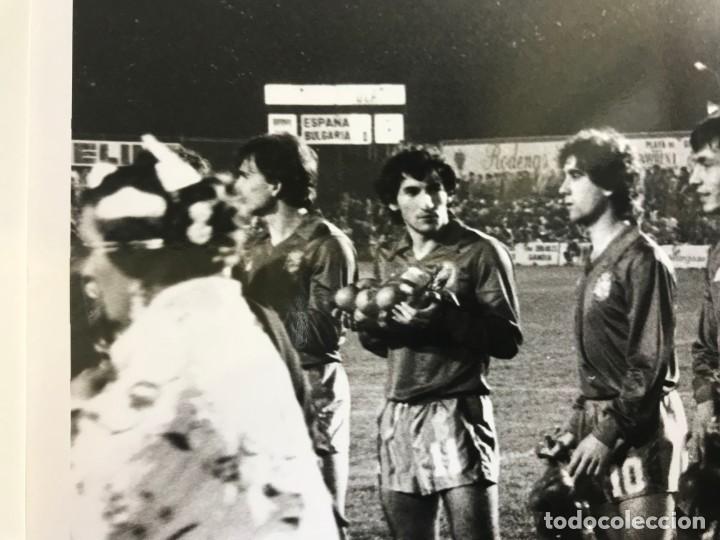 Coleccionismo deportivo: 27 FOTOGRAFIAS FUTBOL SELECCION ESPAÑOLA - AÑOS 1980 - ARCONADA, MICHEL, SATRUSTEGUI, SANTILLANA,... - Foto 26 - 133902658