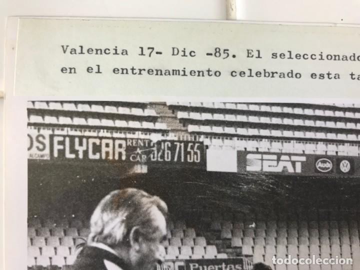 Coleccionismo deportivo: 27 FOTOGRAFIAS FUTBOL SELECCION ESPAÑOLA - AÑOS 1980 - ARCONADA, MICHEL, SATRUSTEGUI, SANTILLANA,... - Foto 28 - 133902658