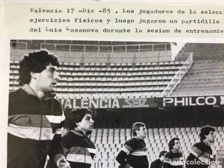 Coleccionismo deportivo: 27 FOTOGRAFIAS FUTBOL SELECCION ESPAÑOLA - AÑOS 1980 - ARCONADA, MICHEL, SATRUSTEGUI, SANTILLANA,... - Foto 32 - 133902658