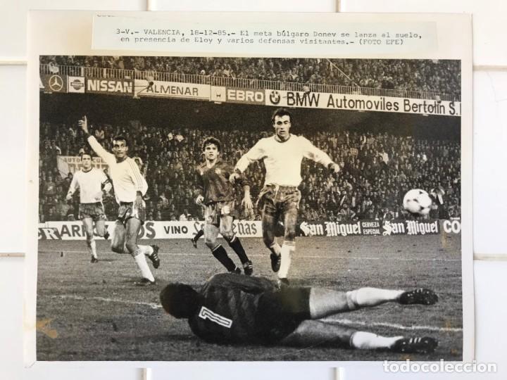 Coleccionismo deportivo: 27 FOTOGRAFIAS FUTBOL SELECCION ESPAÑOLA - AÑOS 1980 - ARCONADA, MICHEL, SATRUSTEGUI, SANTILLANA,... - Foto 34 - 133902658